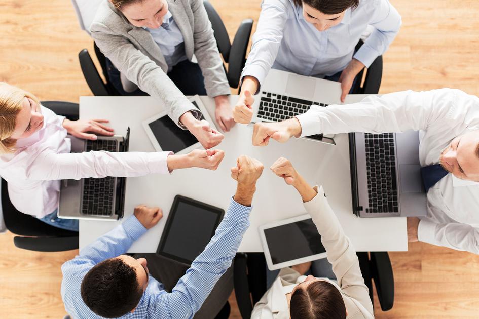 「大きなプロジェクトを進めたり、相互に協力しながら仕事を進めていきます」の画像検索結果